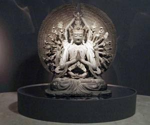 Buda Nossa Existência é Transitória Como As Nuvens Do Outono